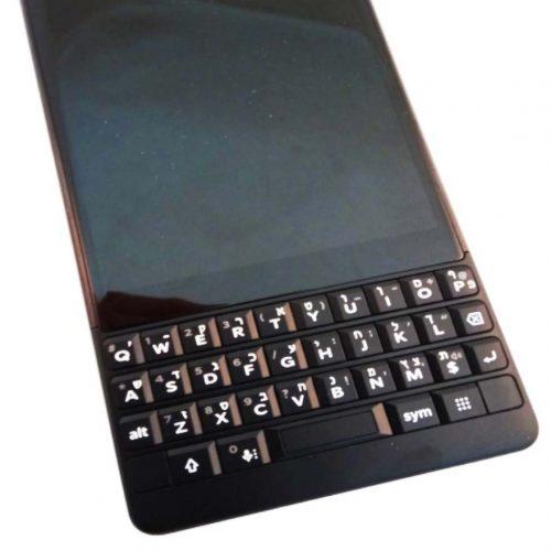 חריטת עברית על blackberry Key2