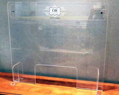מחיצת פרספקס שקופה 74X60 עם מיתוג